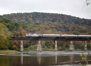Der Vermonter überquert den White River (c) Amtrak