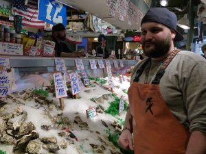 10b-SEA-PikePlaceM-Fishmonger